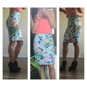Dresses & Skirts - Carmen Marc Valvo gorgeous floral pencil skirt XS